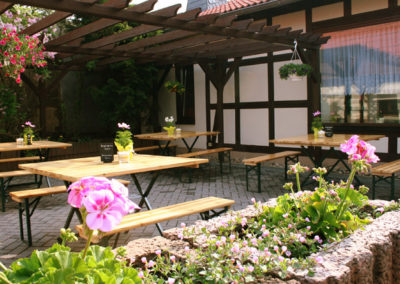 landpension_minna_idyllischer_biergarten